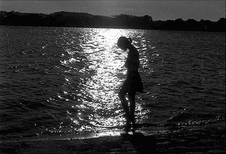 "Mulher na praia à noite: ""Mulher-praia"", ""Mulher-Noite"""